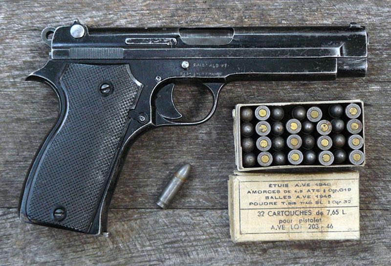 Пистолет SACM Modèle 1935A и патроны 7,65×20 мм Longue