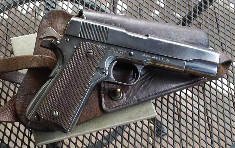 Пистолет Colt M1911A1 со взведённым курком