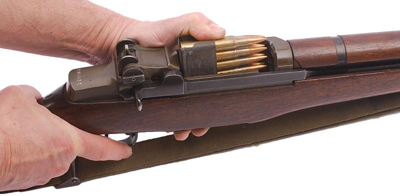 Заряжание винтовки M1