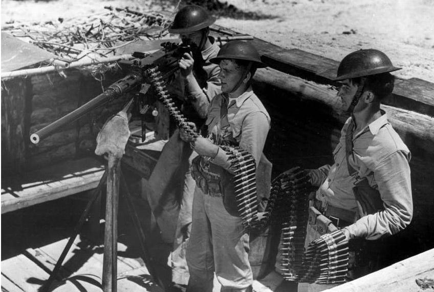 Британские солдаты на позиции с пулемётом M2HB