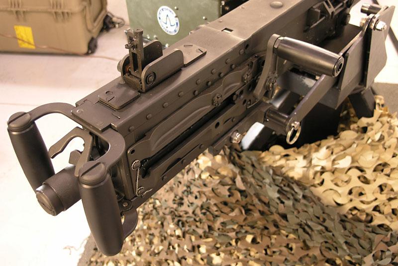 Рукоять взведения затвора пулемёта Browning M2HB