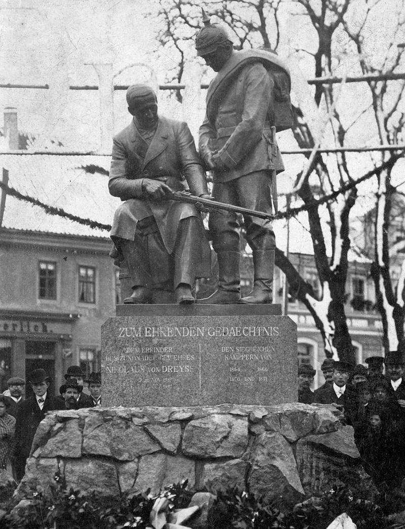 Памятник Иоганну Николаусу фон Дрейзе в городе Зёммерда