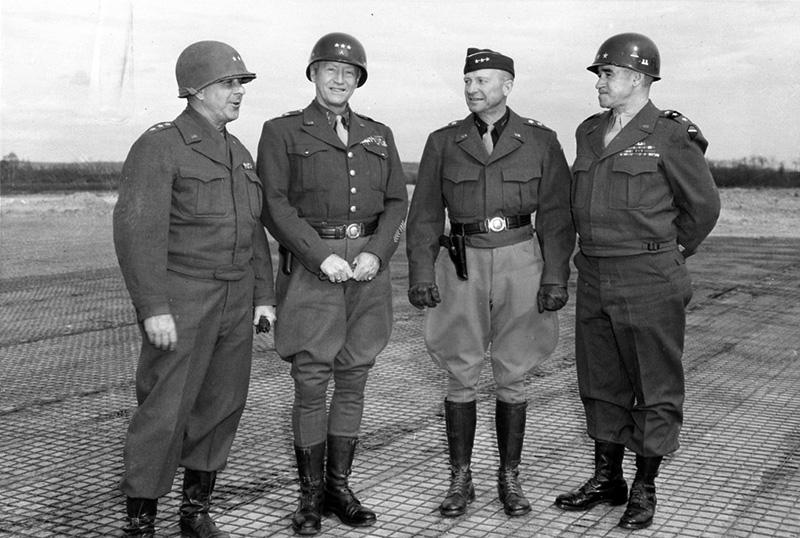Американские генералы Джейкоб Диверс, Джордж Паттон, Александер Патч и Омар Брэдли