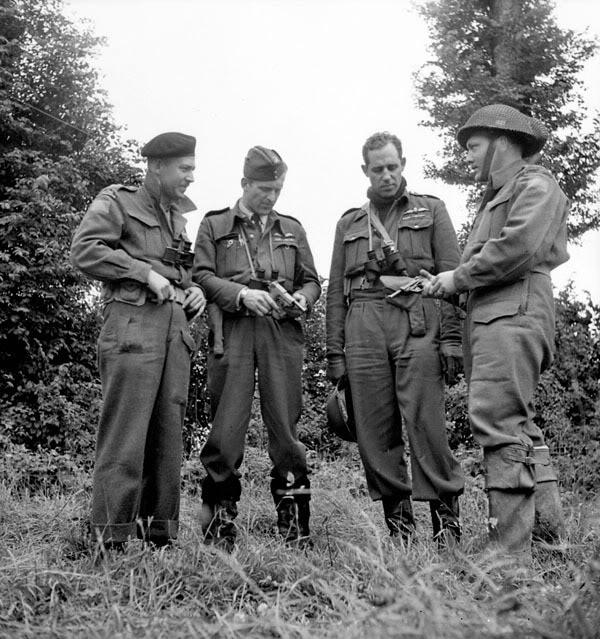 Британские солдаты с трофейными Р.38