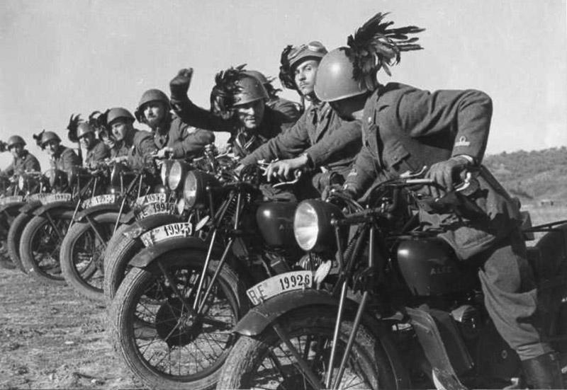 Итальянские мотоциклисты-берсальеры