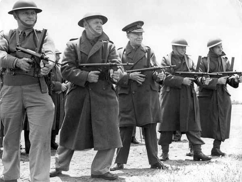 Австралийский генерал Гарри Човел (англ. Harry Chauvel) с группой офицеров