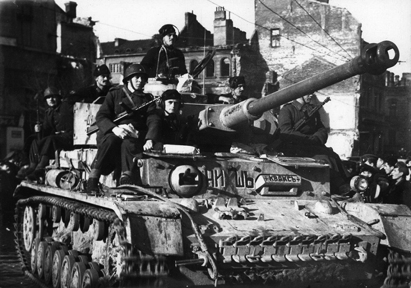 Болгарская пехота с ZK-383 на танке PzKpfw IV