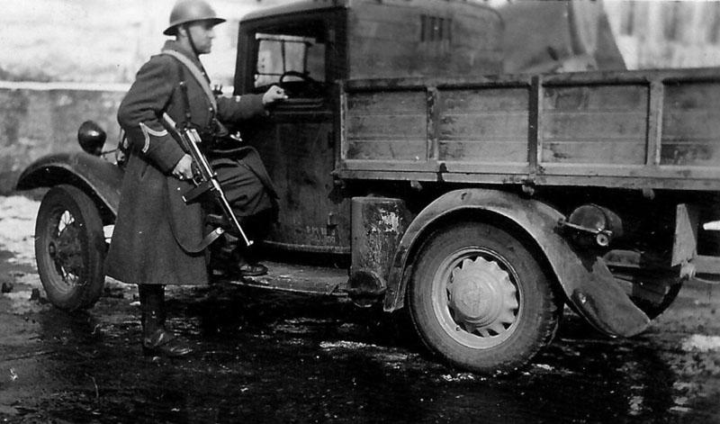 Французский солдат с Thompson M1928