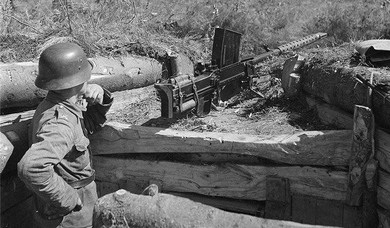 Противотанковое ружье Lahti VKT L-39 на позиции