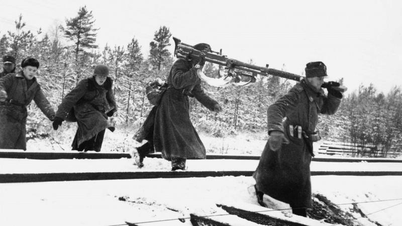 Финские солдаты с противотанковым ружьем L-39