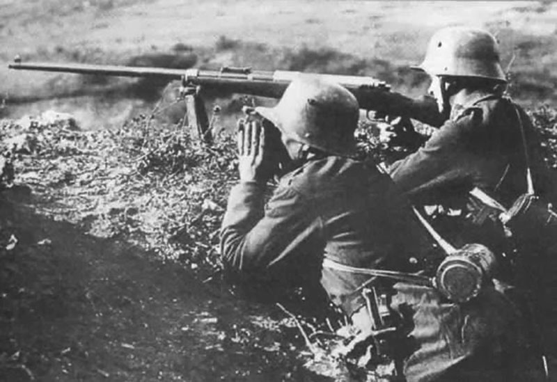 Немецкий противотанковый расчёт на позиции