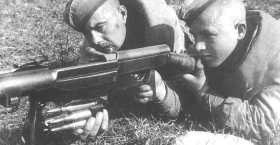 Заряжание ПТРС производилось снизу пачкой патронов