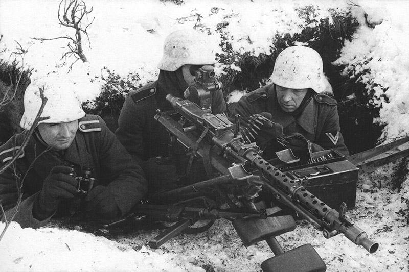 Немецкий пулемётный расчет на позиции