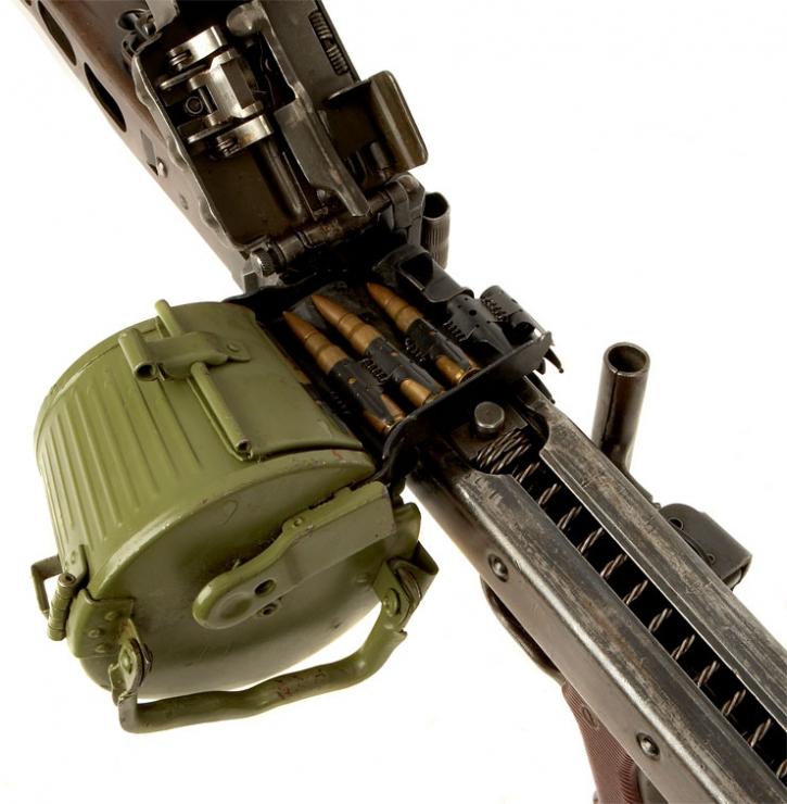Пулемёт MG 42 в положении для разряжания