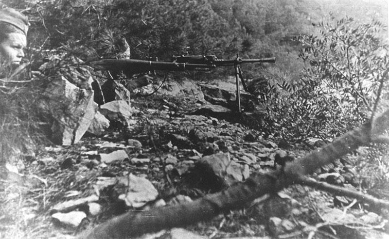Бойцы 1-й далматинской пролетарской ударной бригады на позиции в районе города Врбоска