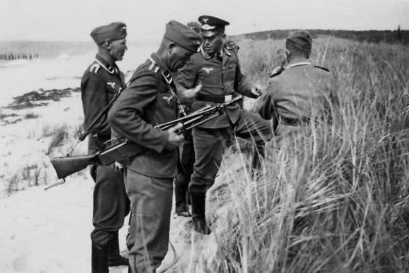 Немецкие солдаты с пулемётом MG 116(f)