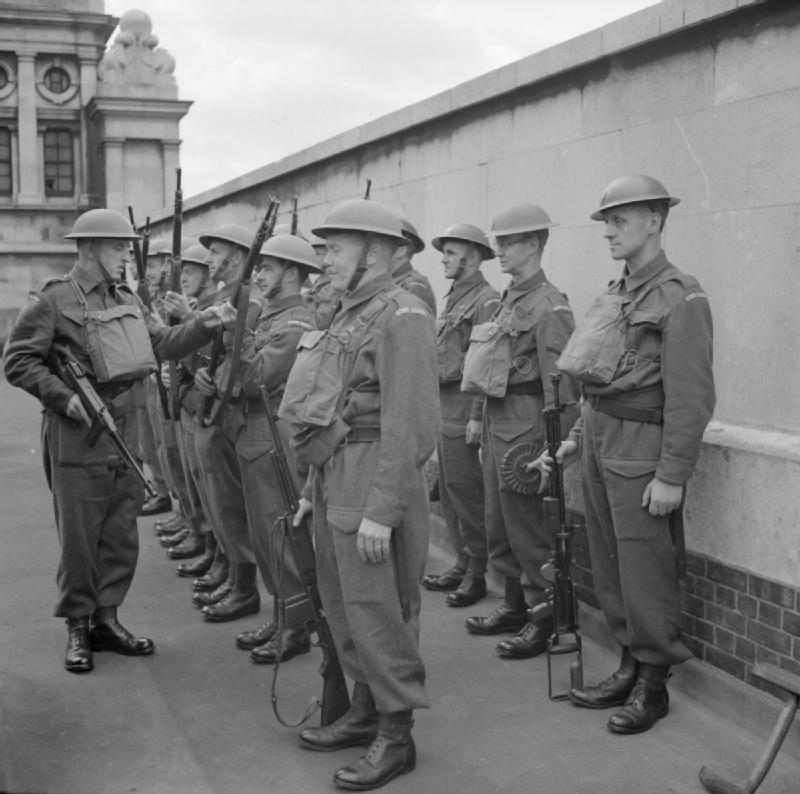 Солдаты Британских добровольческих сил территориальной обороны