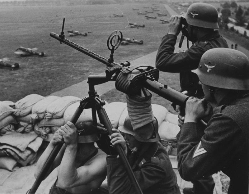 Авиационный пулемёт MG 15 на треножном станке