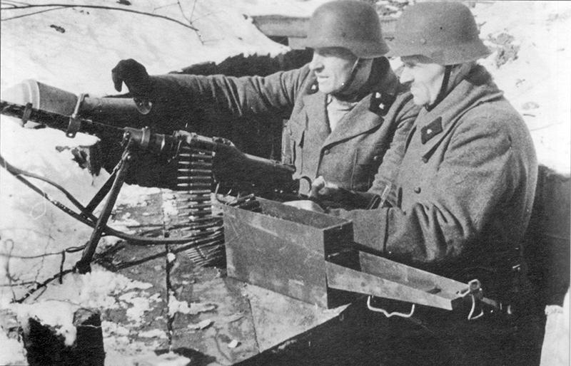 Бойцы Фольксштурма с MG 81 в Восточной Пруссии, 1945