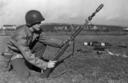 Стрельба из гранатомёта M7 установленного на M1 Garand