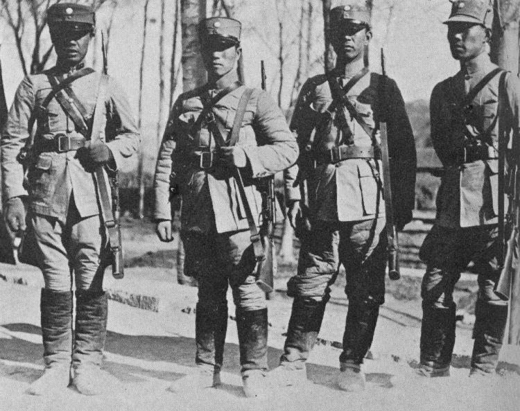 Китайскские солдаты вооруженные винтовками ZH-29