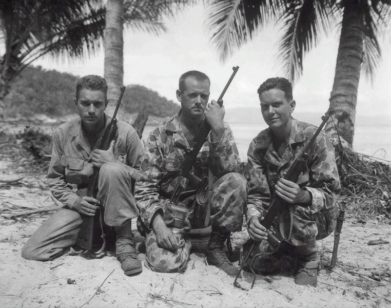 Парашутисты морской пехоты США {Paramarines} с карабинами М1A1