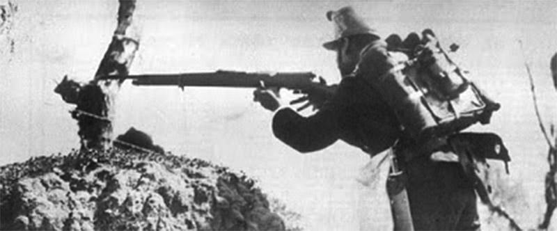 Мексиканский солдат с винтовкой Мондрагона