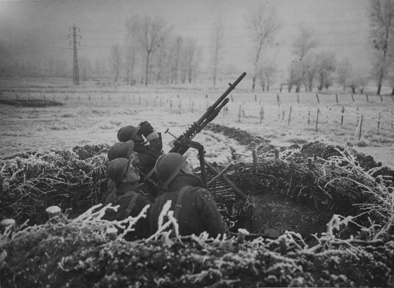 Французские солдаты с пулемётом Hotchkiss