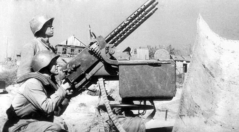 7,62-мм счетверенная зенитно-пулеметная установка М4 в кузове брошеного грузовика.