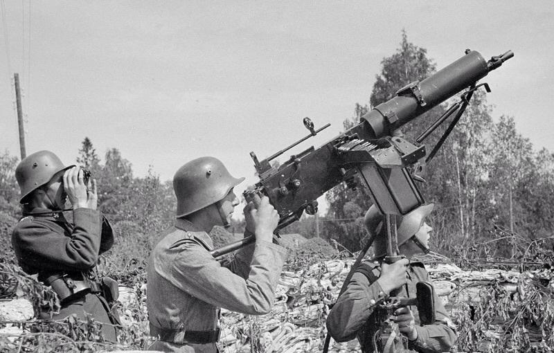 Пулемёт Maxim M/32-33 в зенитном варианте.