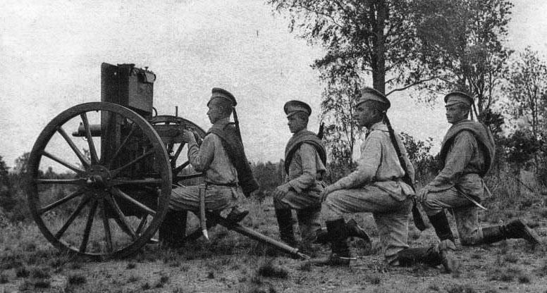 Пулемет «Максим» образца 1895 г. на крепостном лафете со щитом.