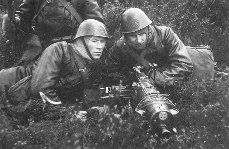 Голландские пулемётчики на мобилизационных мероприятиях зимой 1939—1940 гг.