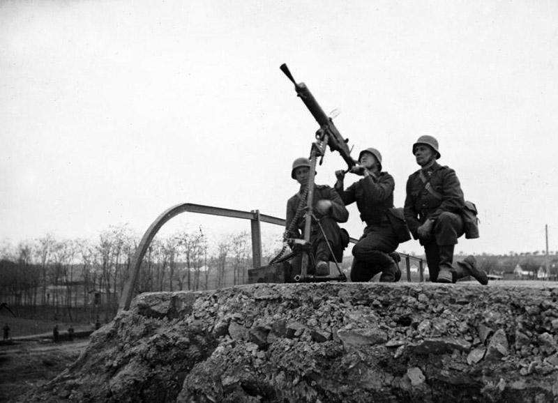 Венгерские солдаты у пулемета Schwarzlose MG.07/12 в зенитном варианте
