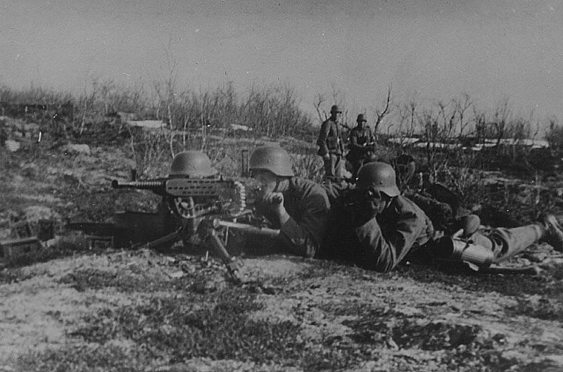 Немецкий пулемётный расчет с MG 37(t)