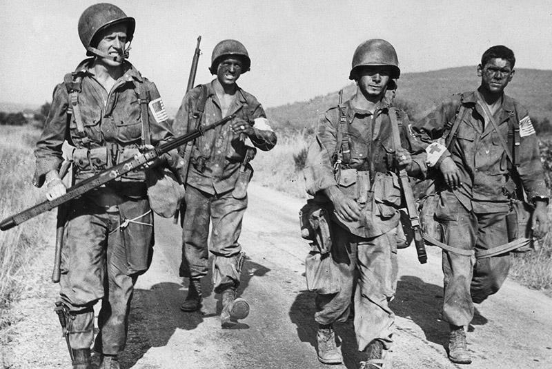 Солдаты 517-го парашютного полка США после высадки в южной Франции