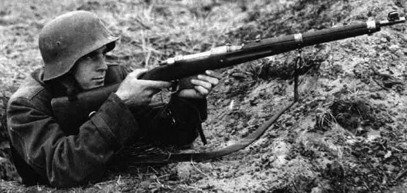 Венгерский солдат с винтовкой 35M на Восточном фронте