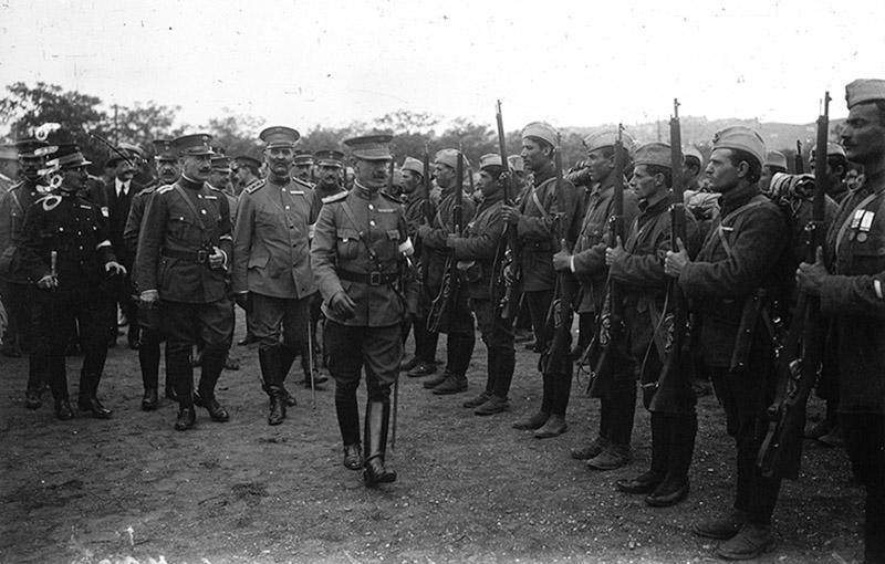Греческие солдаты на смотре перед отправкой на фронт. 1916 год