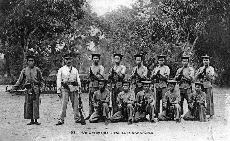 Сенегальские тиральеры с винтовками Berthier Mle 1907