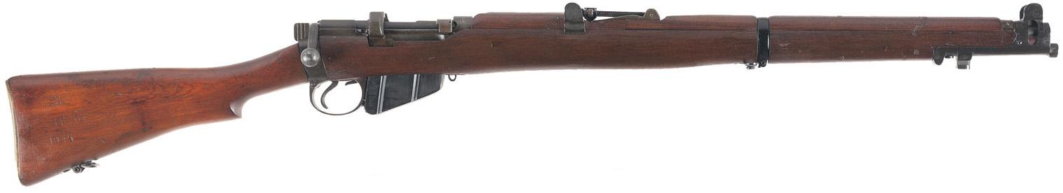 Британский снайпер на позиции на чердаке здания