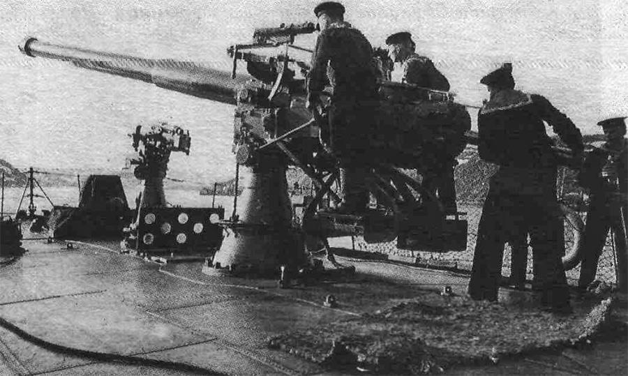 Готовое к бою 102-мм корабельное орудие, образца 1911 г.