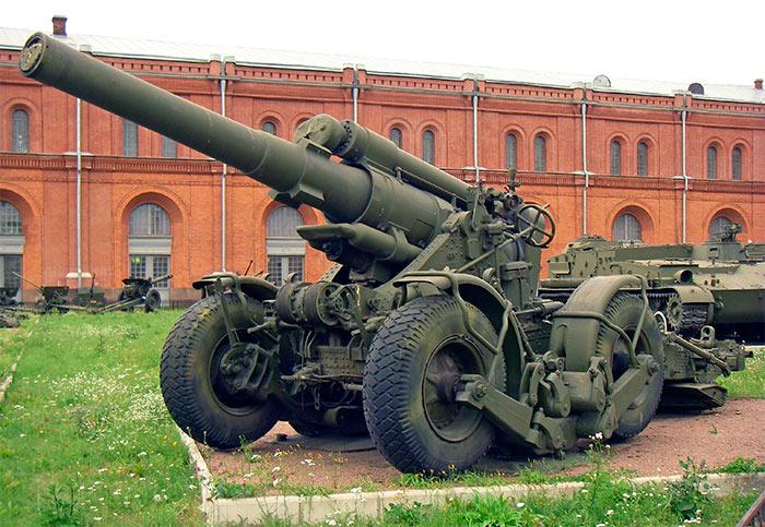 203-мм гаубица Б-4М на колесном ходу