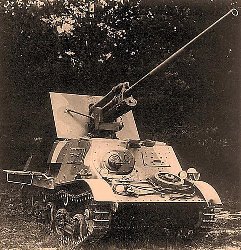 Тягач Т-20 'комсомолец' с 57-мм пушкой. Больше известен как ЗИС-30