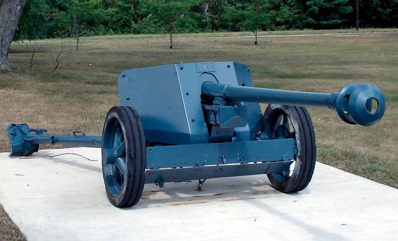 75-мм <a href='https://arsenal-info.ru/b/book/1671492103/2' target='_self'>противотанковая пушка</a> PaK-40 обр. 1939 г. (Германия)