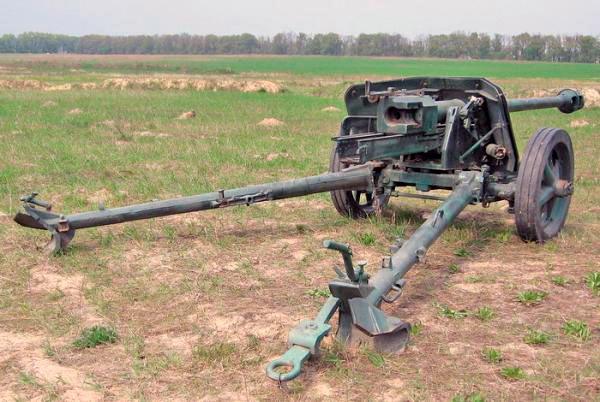 75-мм <a href='https://arsenal-info.ru/b/book/1671492103/2' target='_self'>противотанковая пушка</a> PaK-40 обр. 1939 г., вид сзади