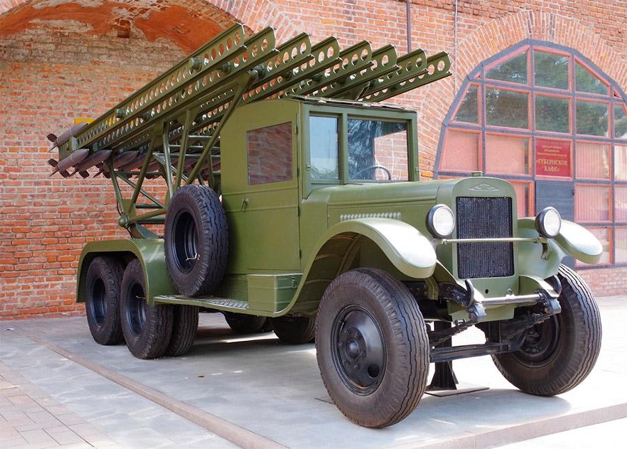 Классическое исполнение БМ-13 «Катюша» - на шасси ЗИС-6. «Студебекеры» были значительно позже, да и установка там была уже немного другая