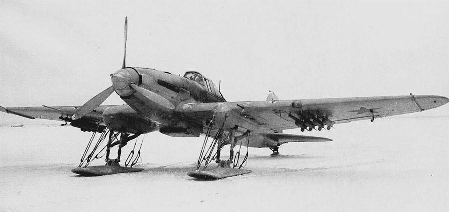 Штурмовик Ил-2 ранних выпусков с направляющими РС-132 под крыльями