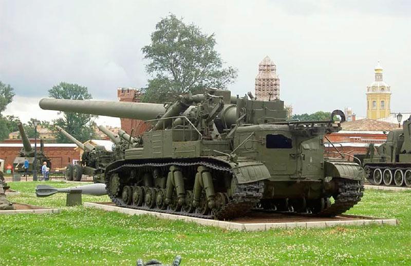 Атомная самоходная пушка Конденсатор-2П, вид сзади