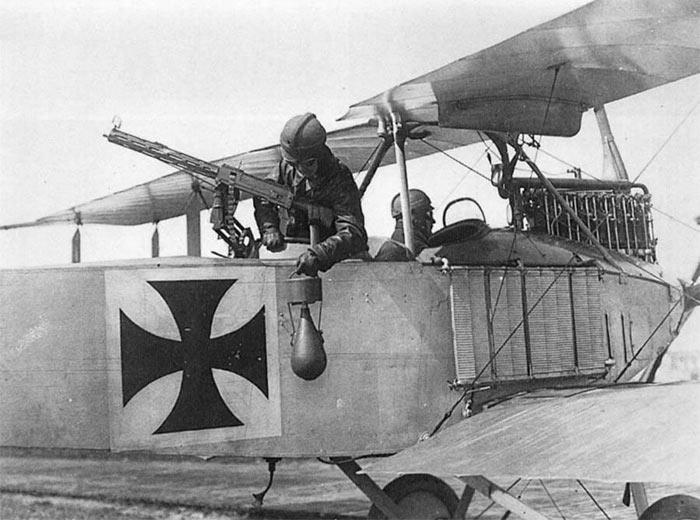 Сброс бомбы с самолета Альбатрос C.I
