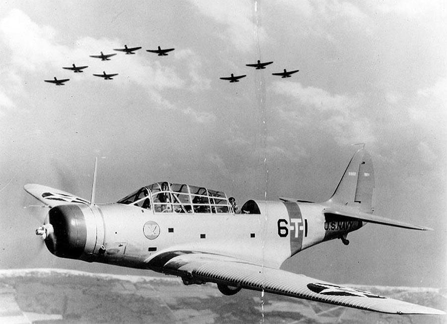 Американский бомбардировщик-торпедоносец Дуглас TBD-1 «Девастэйтор».