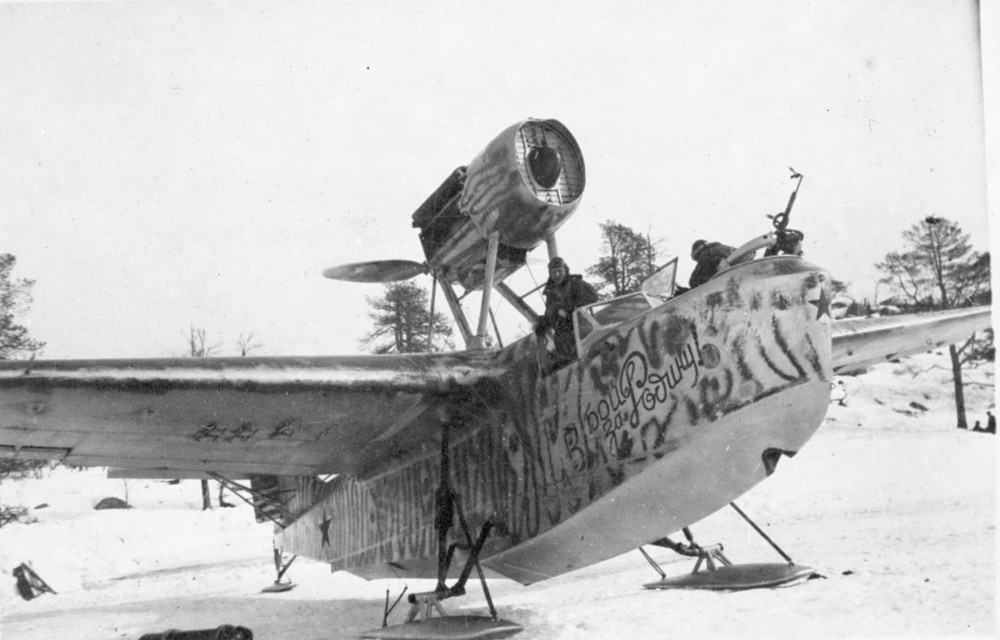 Гидросамолет МБР-2 с надписью 'в бой за Родину!'
